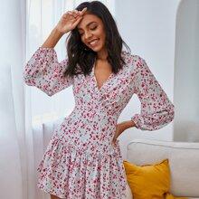 Double Crazy Kleid mit Rueschen und Gaensebluemchen Muster