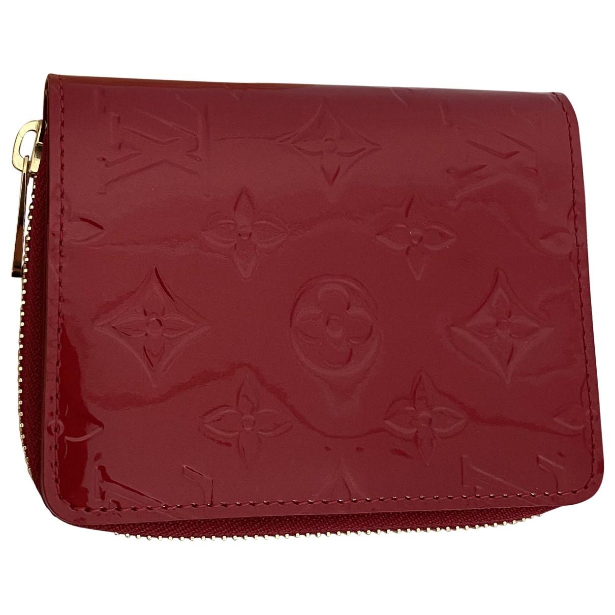 Louis Vuitton \N Kleinlederwaren in  Rot Lackleder
