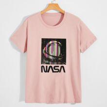 Camiseta con estampado de letra y astronauta
