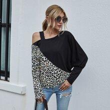 T-Shirt mit asymmetrischem Kragen und Leopard Muster