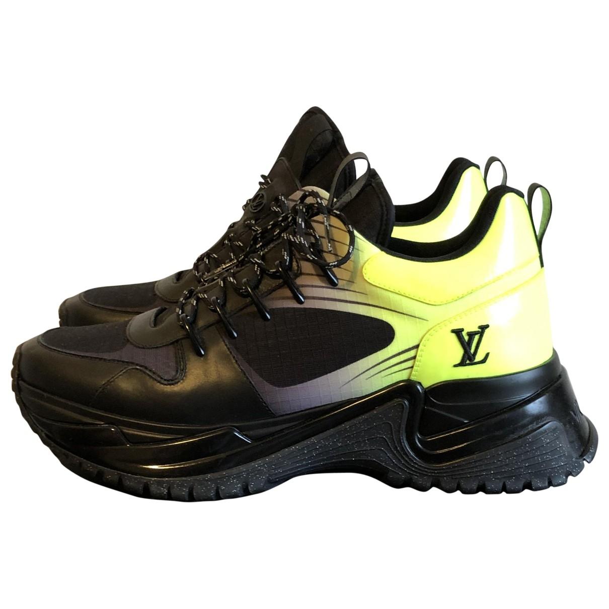 Louis Vuitton \N Sneakers in  Schwarz Leinen