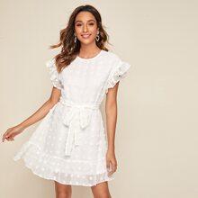 Kleid mit Rueschenbesatz, Selbstguertel und Applikation