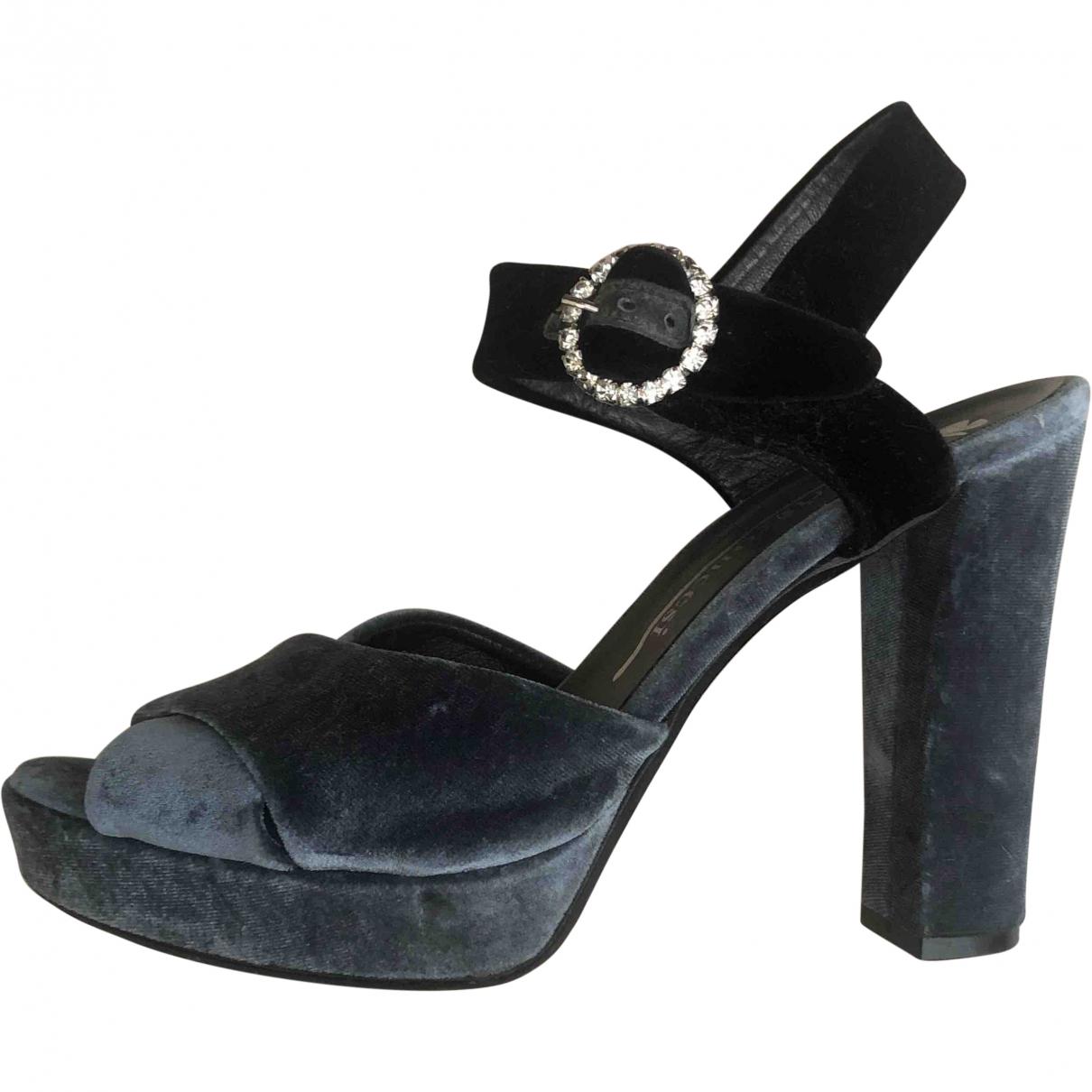Fiorifrancesi \N Blue Velvet Sandals for Women 39 EU