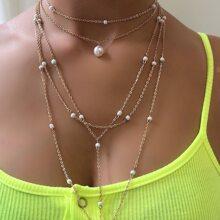 Mehrschichtige Halskette mit Kunstperlen Dekor