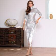 DKRX Kleid mit hohem Kragen, Fransen, asymmetrischem Saum und Pailletten