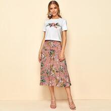 Conjunto top con estampado floral con slogan con falda