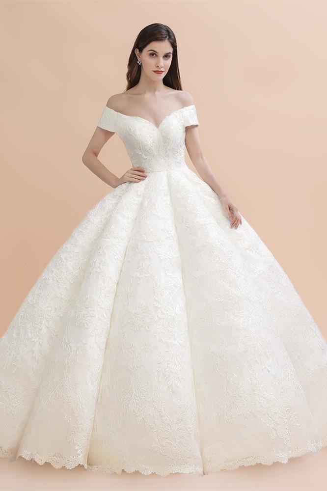 Robe de mariee elegante en dentelle blanche avec appliques en dentelle blanche