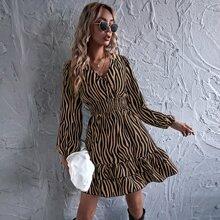 Mehrschichtiges A-Linie Kleid mit Zebra Streifen und geraffter Taille