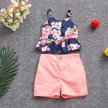 Top de tirante de niñitas bajo fruncido floral con shorts