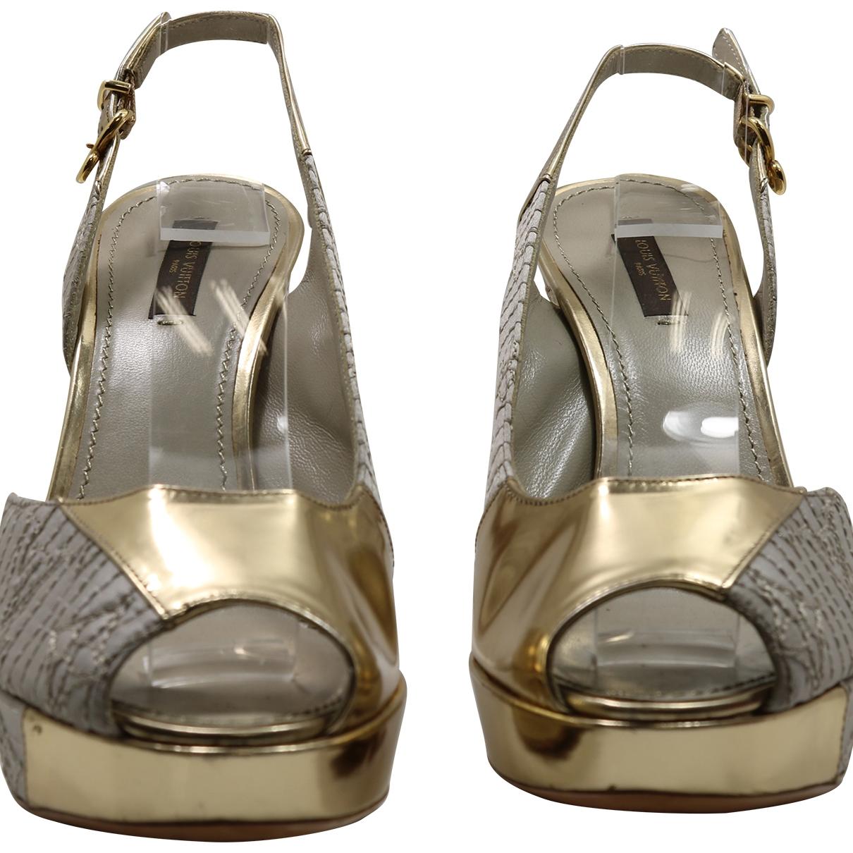 Louis Vuitton - Sandales   pour femme en cuir verni - dore
