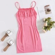 Kleid mit Rueschen auf Bueste