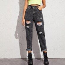 Jeans mit Waesche und Riss