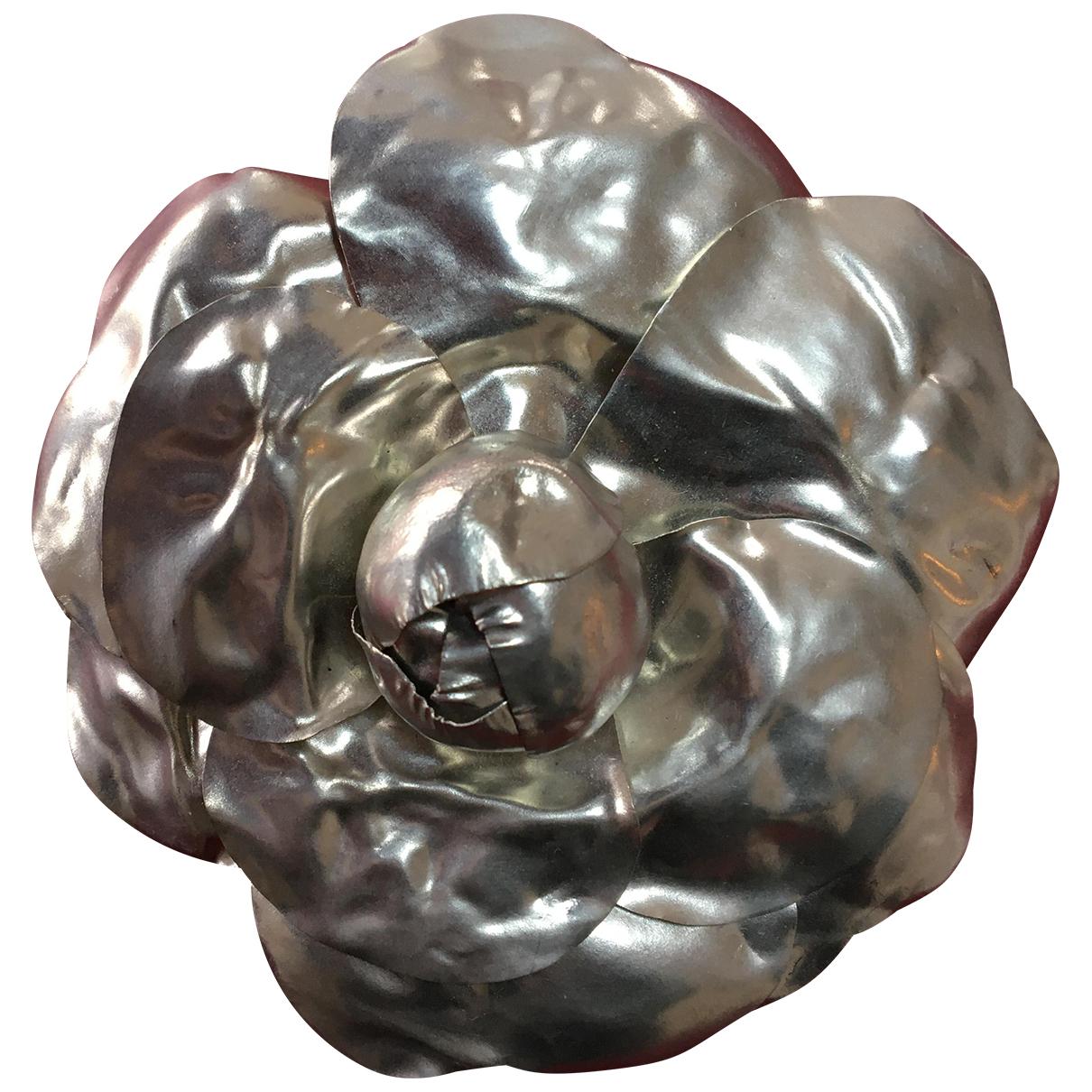 Chanel - Broche Camelia pour femme en metal - argente