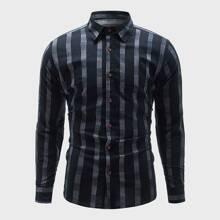 Shirt mit Streifen und Knopfen