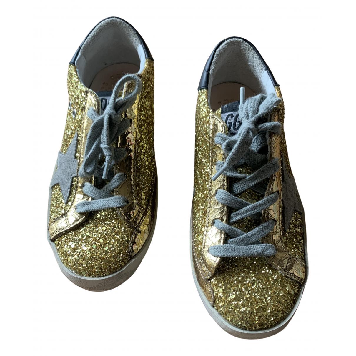 Golden Goose Superstar Sneakers in  Gold Mit Pailletten