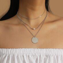Mehrschichtige Halskette mit Kunstperlen