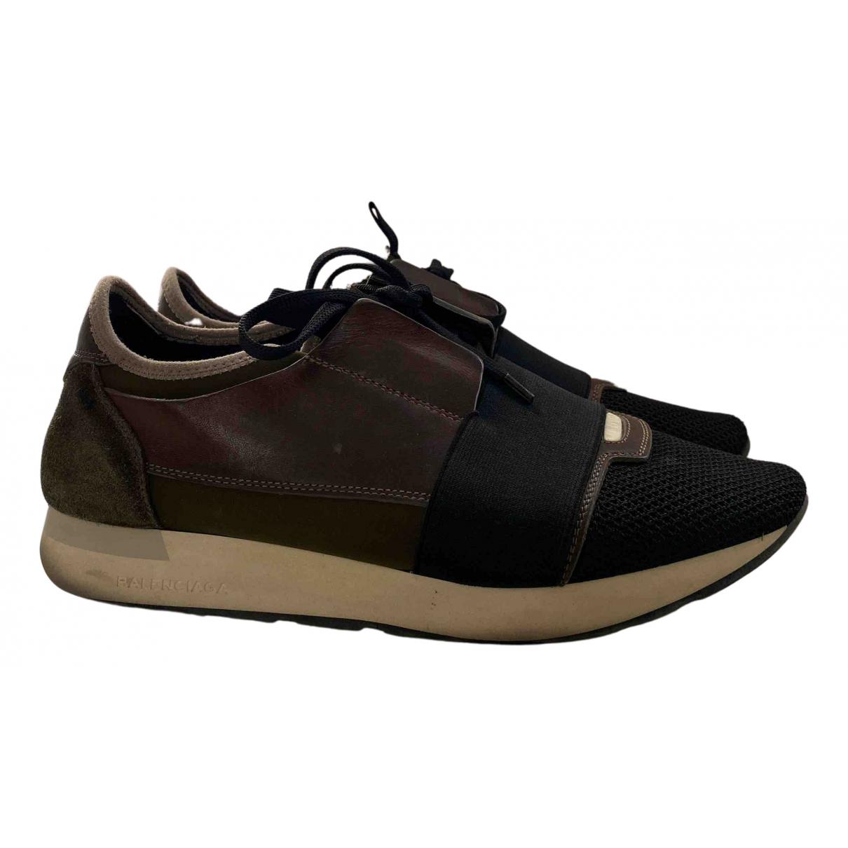 Balenciaga Race Sneakers in  Khaki Leinen