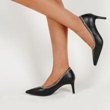 Minimalistische Heels mit Kette Dekor
