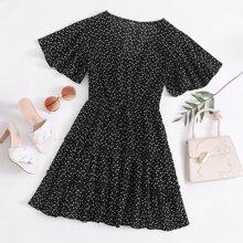 Kleid mit Flatteraermeln, V Kragen, Rueschenbesatz und Herzen Muster