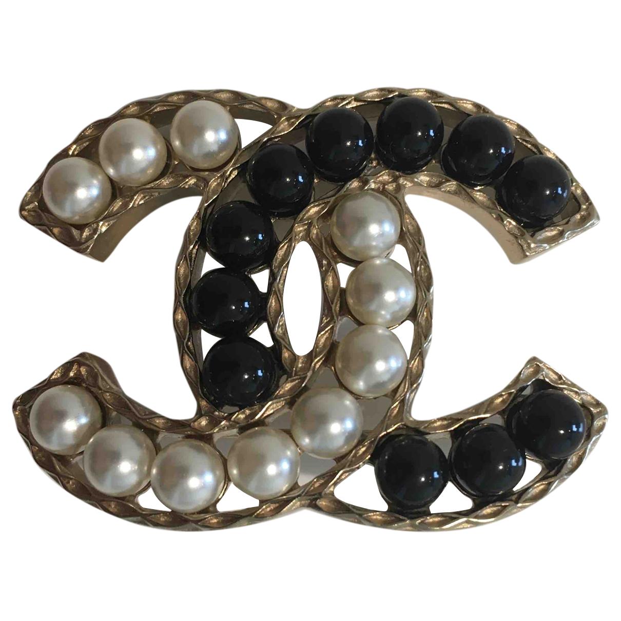 Chanel CC Brosche in  Bunt Perle