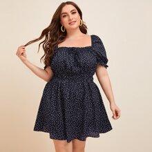 Kleid mit Punkten Muster und quadratischem Kragen