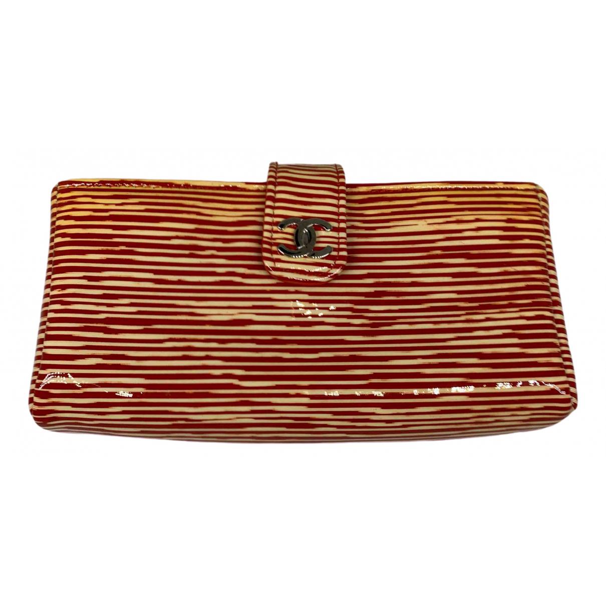 Chanel \N Portemonnaie in  Rot Lackleder