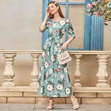 Kleid mit Blumen Muster, Schosschenaermeln und Guertel
