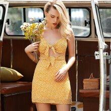 D&M Sommerkleid mit Band vorn, Ausschnitt und Bluemchen Muster
