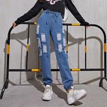 Jeans mit Taillenband und Riss