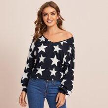 T-Shirt mit Stern Muster und sehr tief angesetzter Schulterpartie
