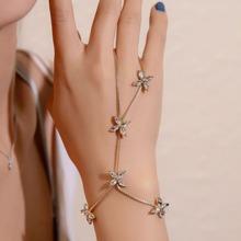 Brazalete floral con anillo