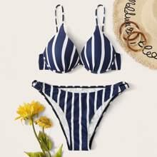 Bikini mit Streifen und Buegel