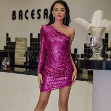 Eilly Bazar Kleid mit einer Schluter, Rueschen und Pailletten