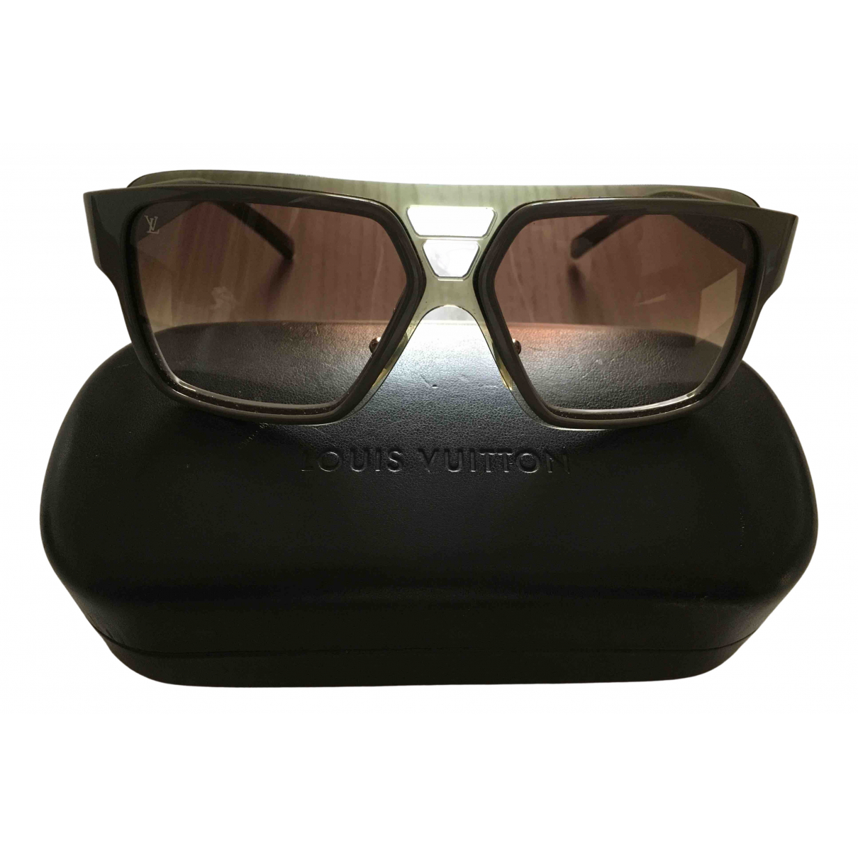Louis Vuitton \N Sonnenbrillen in  Beige Kunststoff