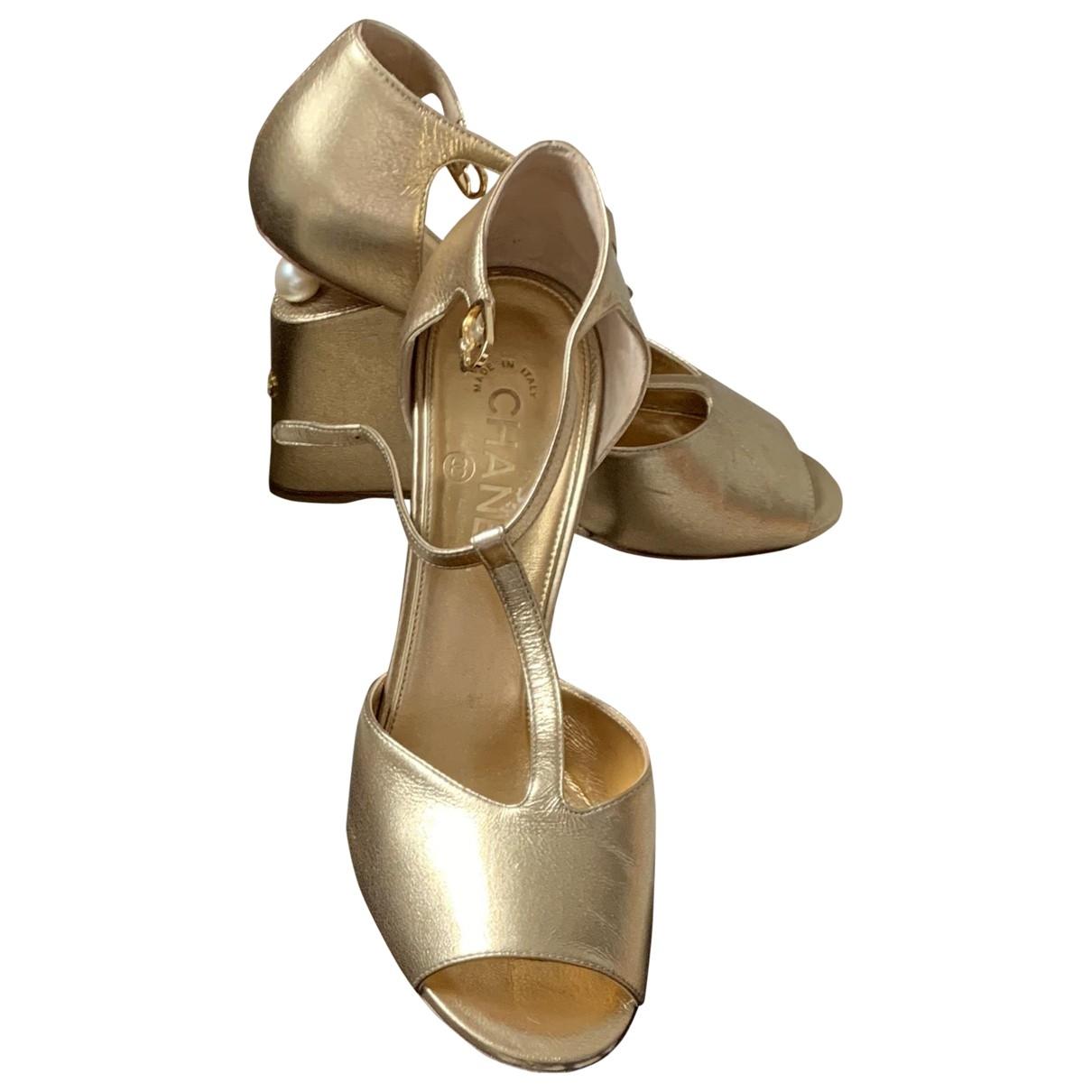 Chanel - Escarpins   pour femme en cuir - dore