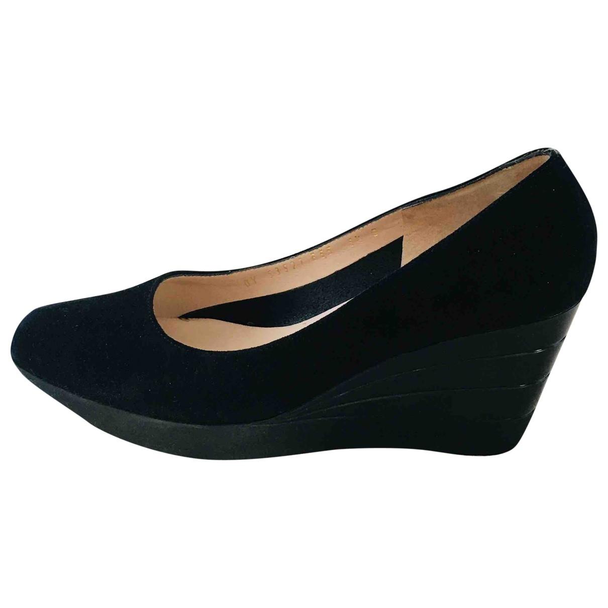 Salvatore Ferragamo \N Black Suede Heels for Women 37 EU