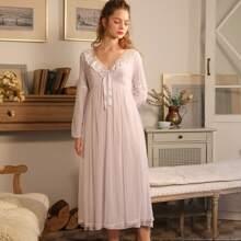 Nachtkleid mit Kontrast Bindung und Punkten Muster