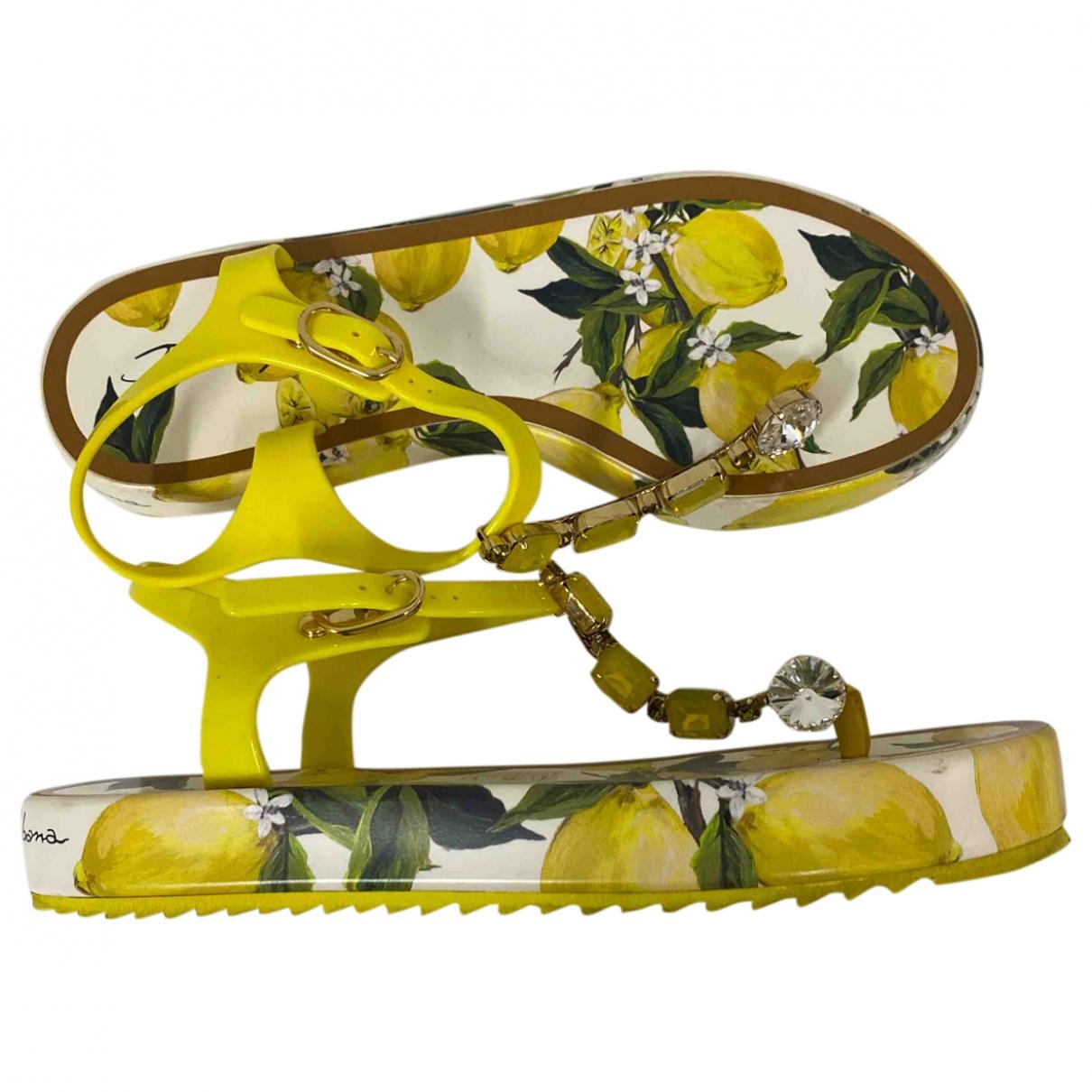 Dolce & Gabbana \N Sandalen in  Gelb Kunststoff
