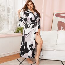 Plus Graphic Print Belted Robe