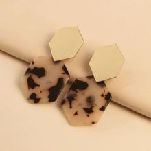 Ohrringe mit geometrischem Dekor Design