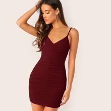 Vestido slip ajustado con diseño fruncido