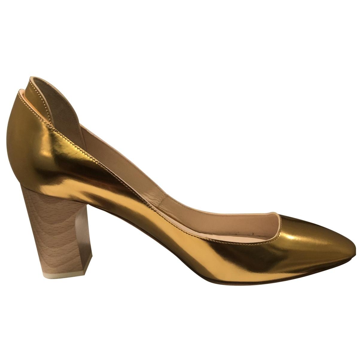 Chloe \N Pumps in  Gold Leder