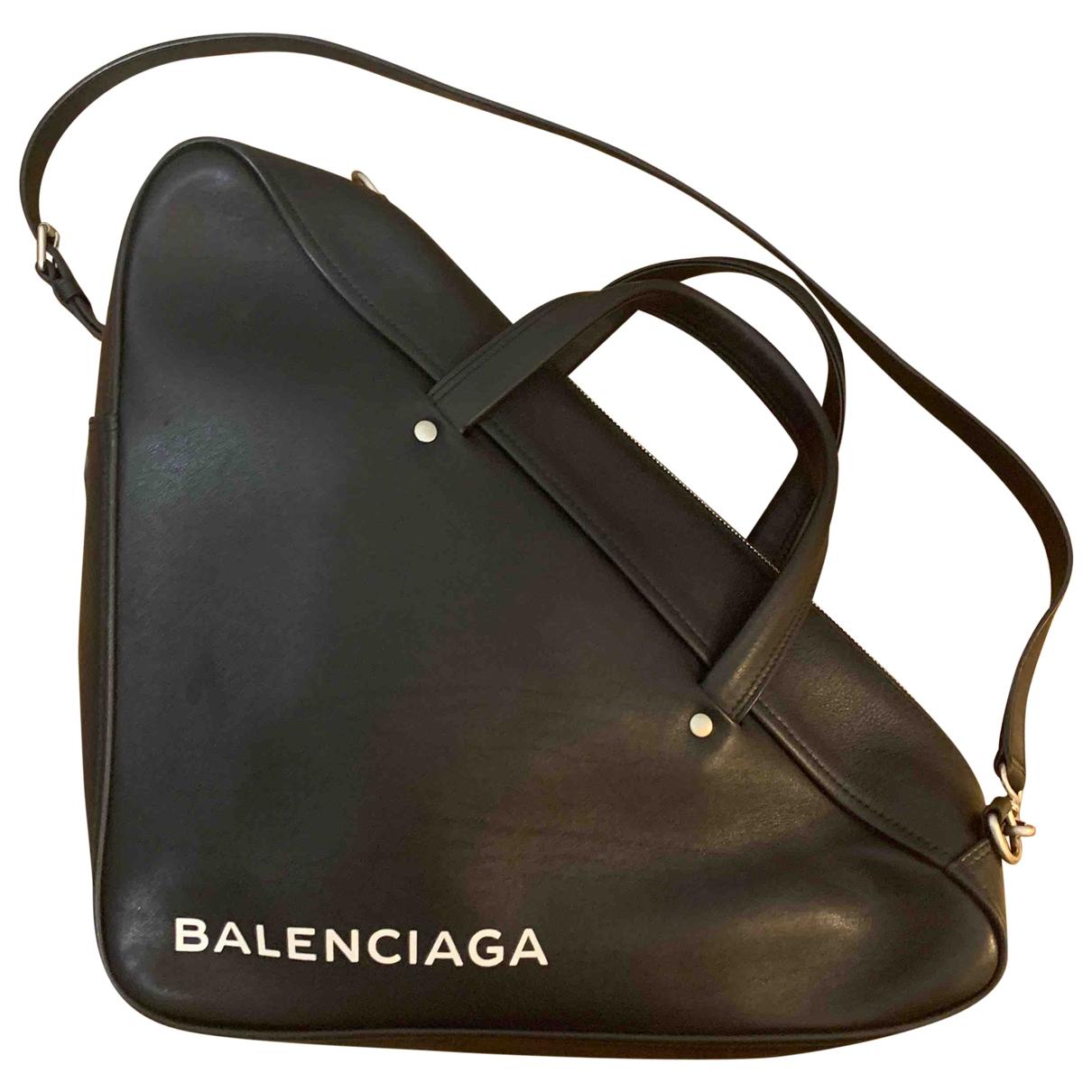 Balenciaga Triangle Handtasche in  Schwarz Leder