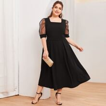 Kleid mit quadratischem Kragen und Netzstoff Ärmeln