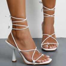 Sandalen mit duennem Riemen
