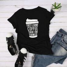 T-Shirt mit Buchstaben und Kaffeetasse Grafik