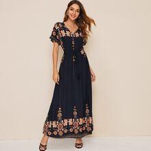 Kleid mit Blumen Muster, Fransen, Taillenband und Schlitz am Saum