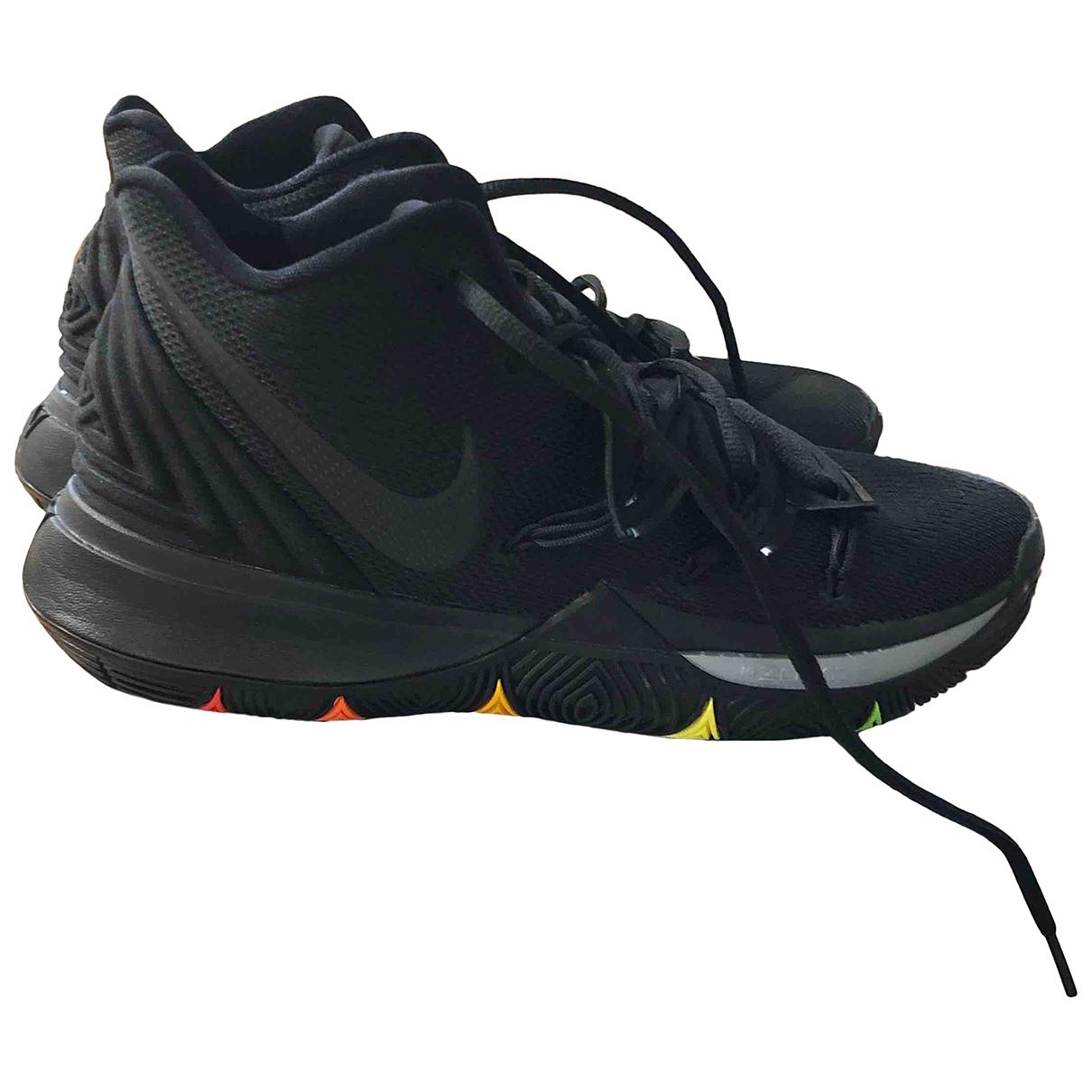 Nike Kyrie Sneakers in  Schwarz Leinen