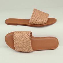 Geflochtene Sandalen mit offener Zehenpartie