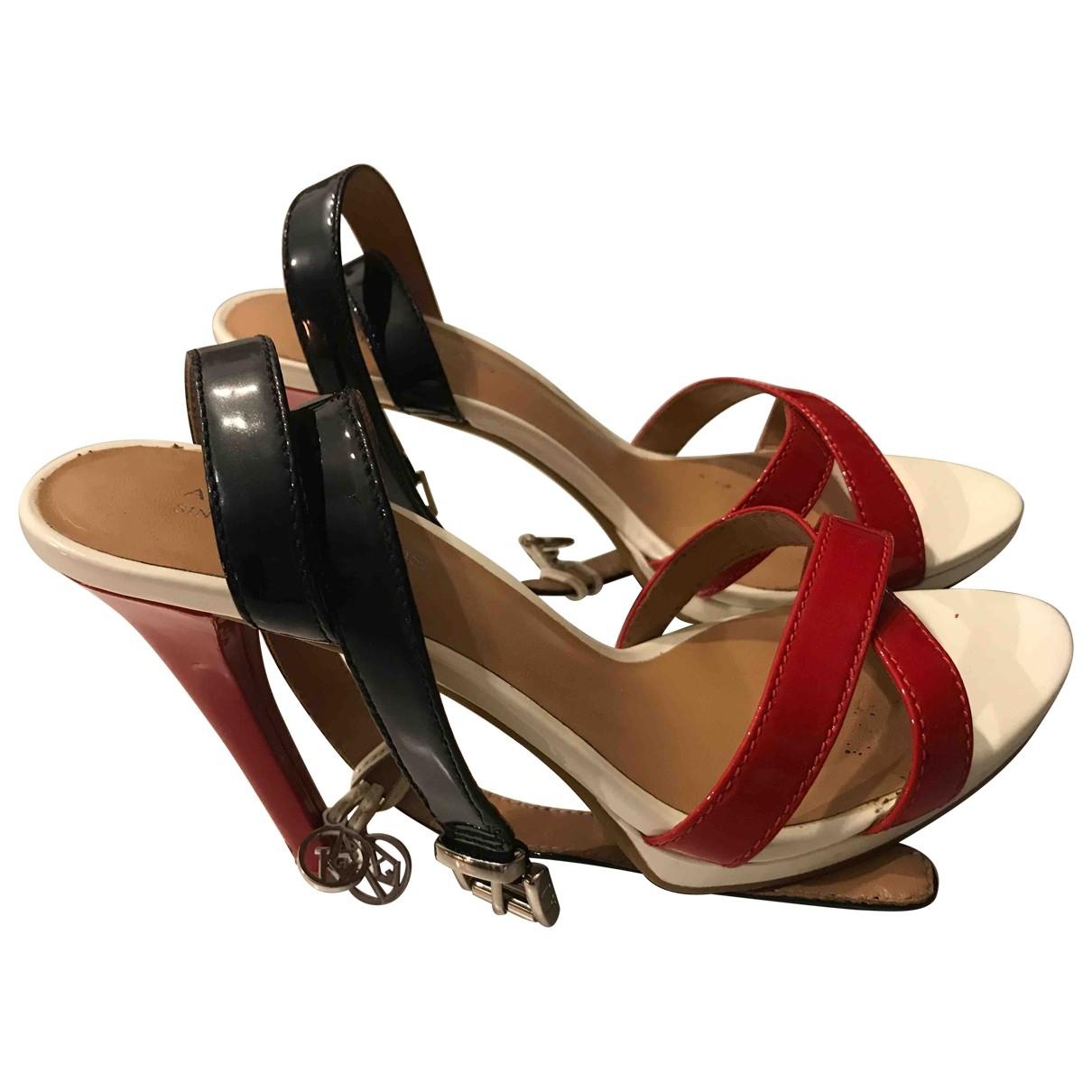 Armani Jeans \N Sandalen in  Weiss Lackleder